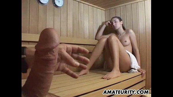 In sauna mädchen nackte Das Nackte