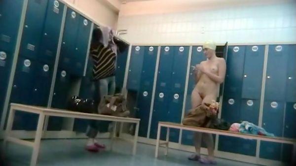nackt madchen gruppe umkleideraum, dusche